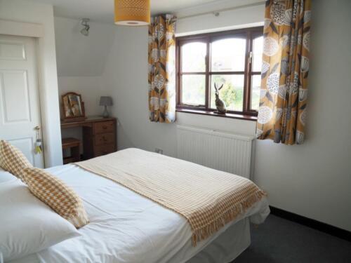 Upstairs bedroom 2(twin/double)